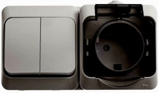 Блок Выключателя двухклавишного +розетка с заземлением со шторками открытой установки IP44 BPA16-242C ЭТЮД Schneider Electric купить по оптовой цене